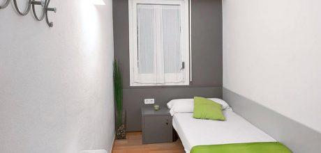 private individual room - sagrada familia hostel barcelona