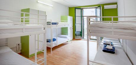 8-Bed-dorm-Lluria
