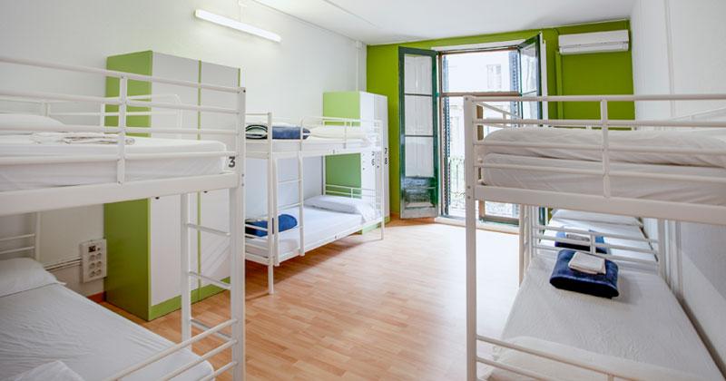 dorm room - alberg/lluria hostel barcelona