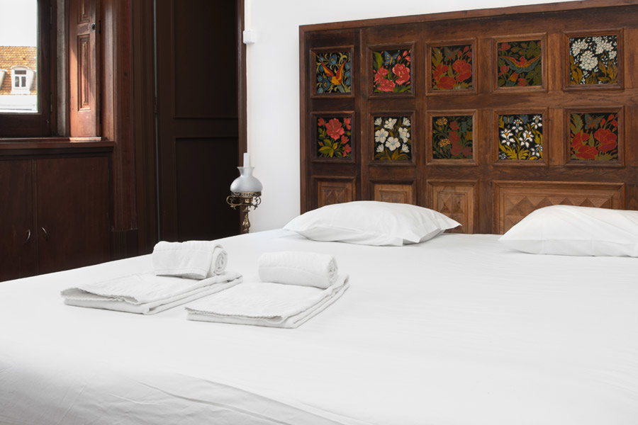Lisbon-hostel_double-bed_ensuite-web