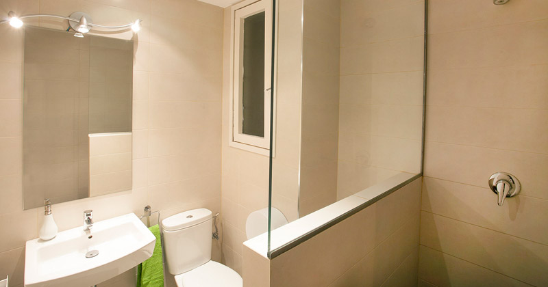 bathroom - apt sagrada familia apartments by sant jordi hostels