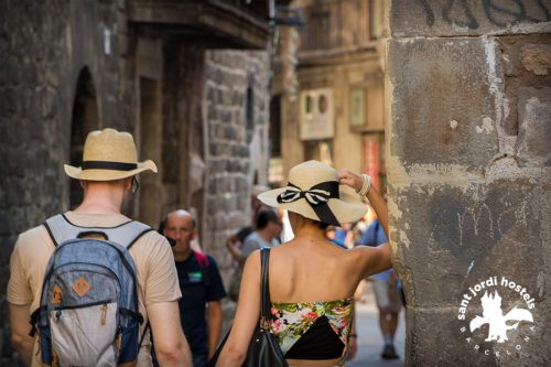barcelona gothic quarter - tourists