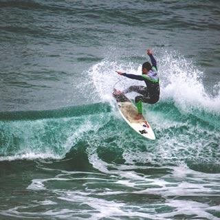 surfer barcelona cutback